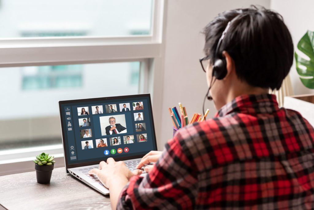 Webinars, cómo aprender y ganar clientes, ingeniero